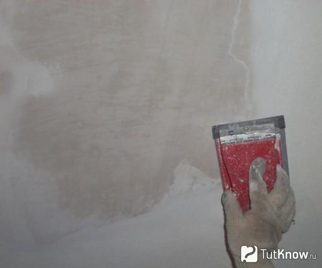 Подготовка потолка к наклейке пенополистирольной плитки