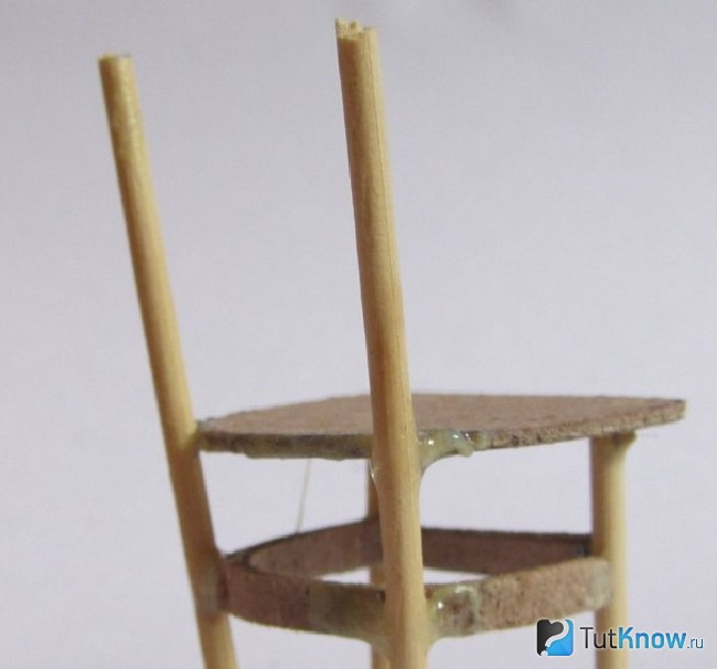 Приклеивание основ спинки стула