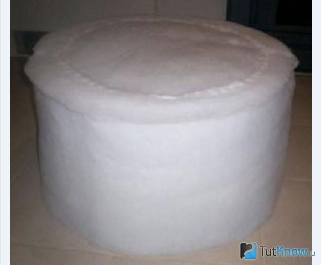 Прикрепление поролона к основе пуфика