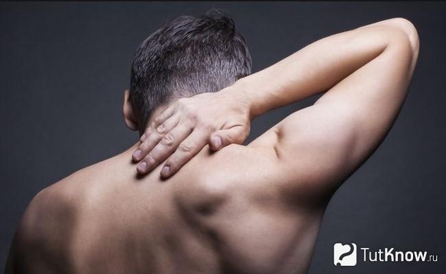 Сильно чешется и болит спина
