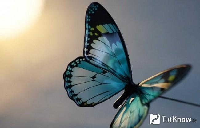 Готовая брошь-бабочка из эпоксидной смолы