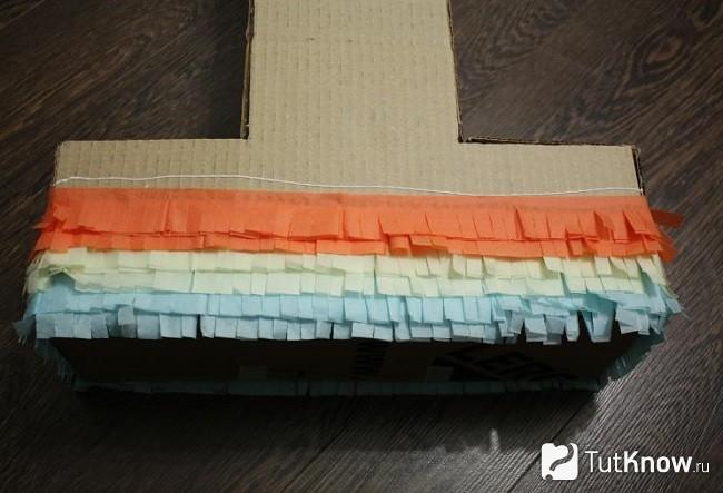 Приклеивание разноцветных заготовок из бумаги тишью на основу цифры