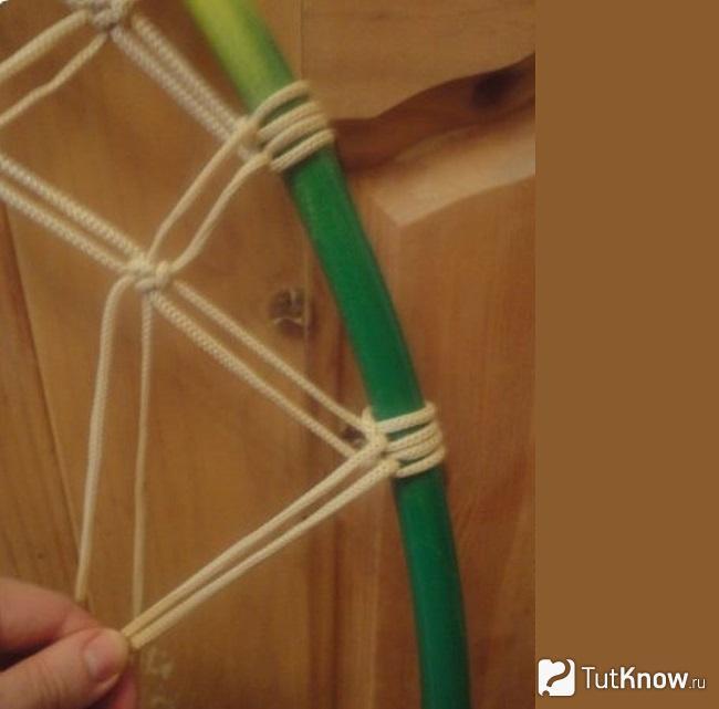 Натягивание нитей при плетении