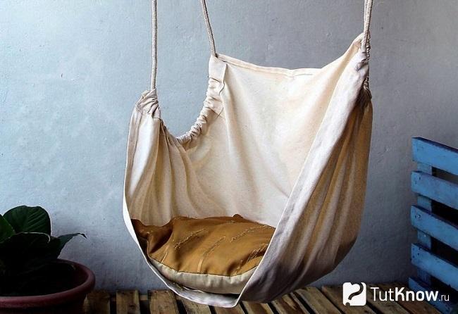 Подвесное кресло-гамак из ткани и верёвки