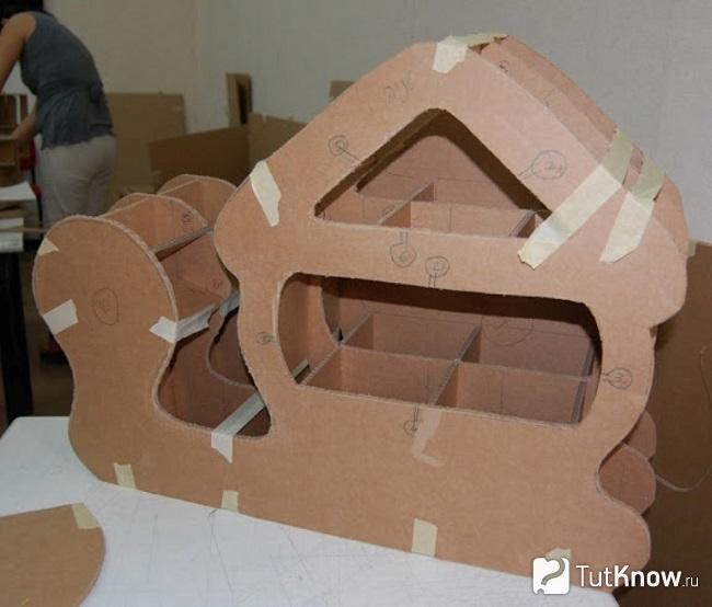 Соединение деталей полочки-улитки из картона
