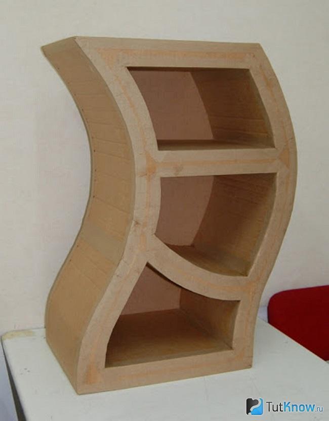 Ассиметричный мини-шкаф из картона