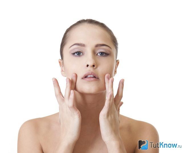 Как убрать гнойной прыщ на лице