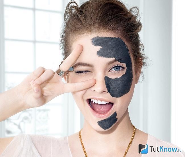 Нанесение Princess mask на лицо