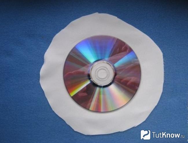 Компакт-диск на атласном полотне
