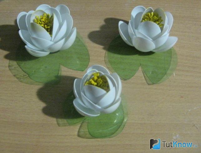 Три готовых лилии