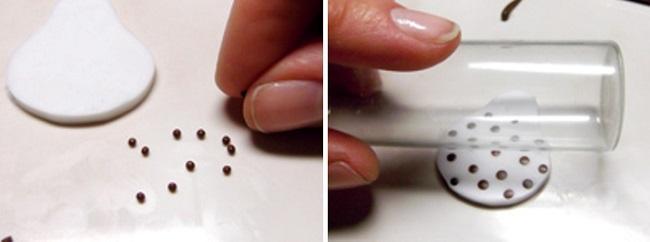 Украшение заготовки для создания курочки из полимерной глины