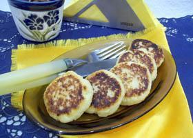 Вкусные и пышные сырники из творога на сковороде