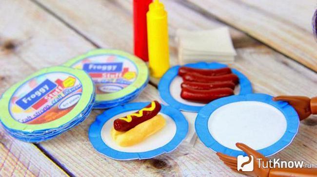 Посуда для кукол и самодельные хот-доги