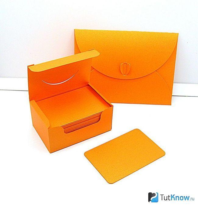 Оранжевый конверт и коробочка