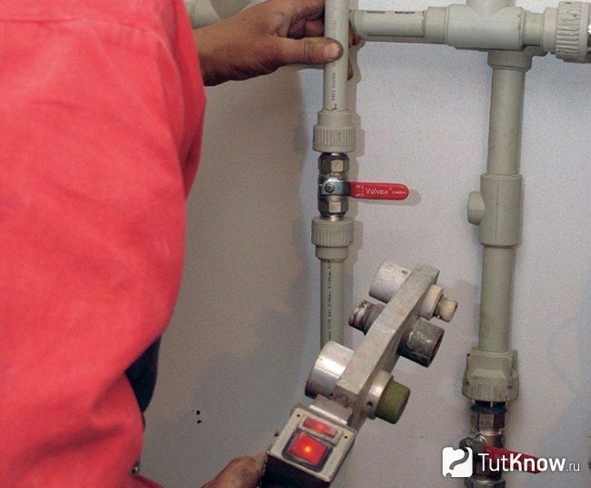 Монтаж пластиковых труб для водоснабжения