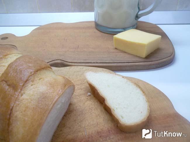 Хлеб нарезан ломтиками