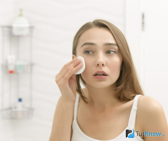 Как протирать лицо минеральной водой