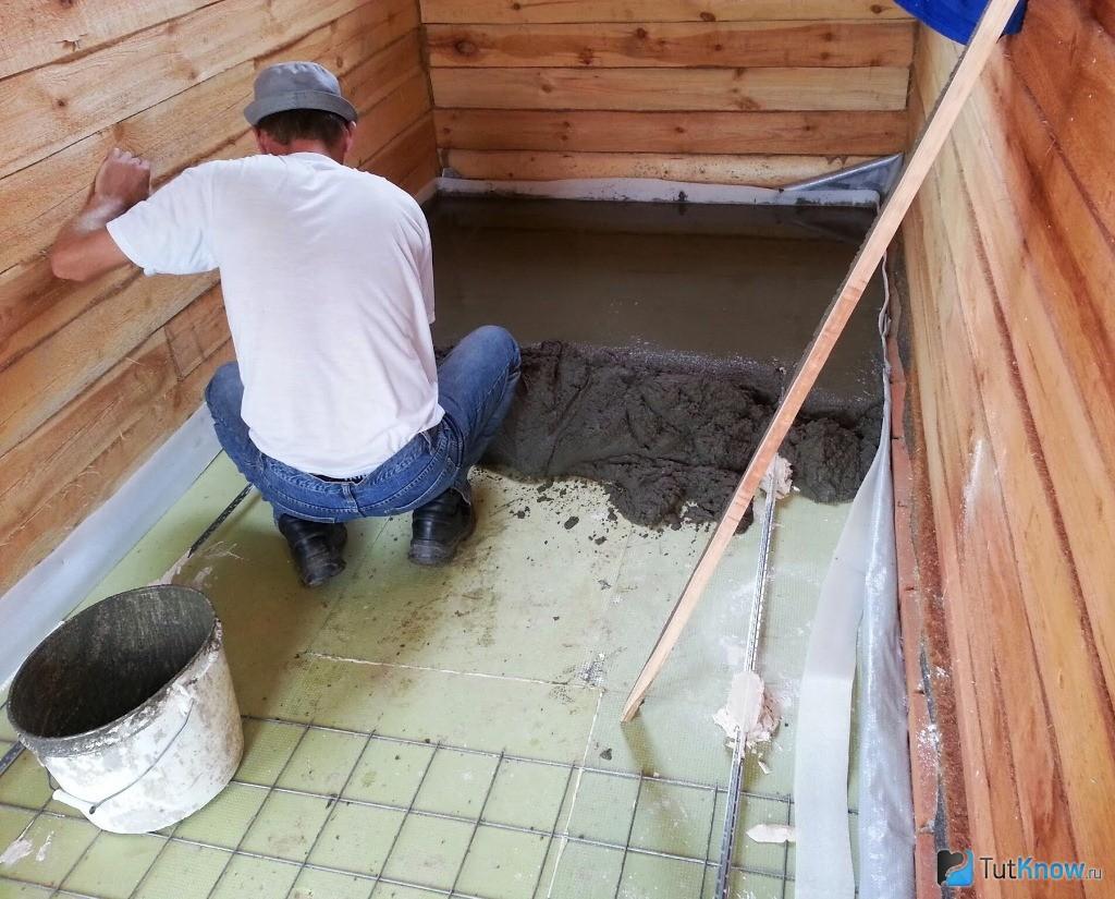 как правильно залить стяжку в бане