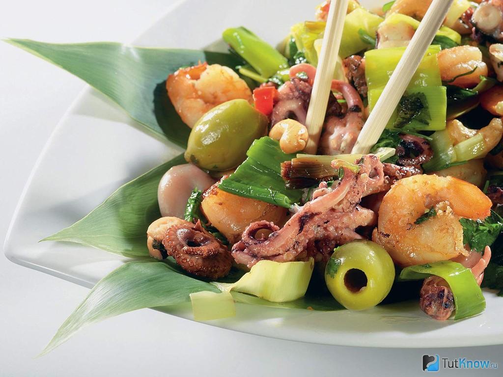 салат с консервированным осьминогом рецепт